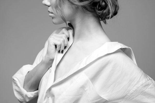 Christina Liam Showcased The Art of Light Makeup